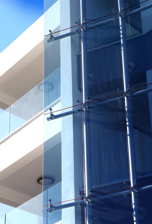 Fatada sticla colorata spidere arhitectura moderna